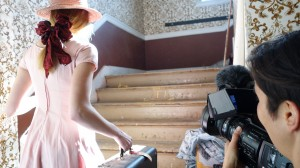 Director Nara Garber shoots Evva playing her grandmother, and the location is the attic of the historical building where the family currently lives.